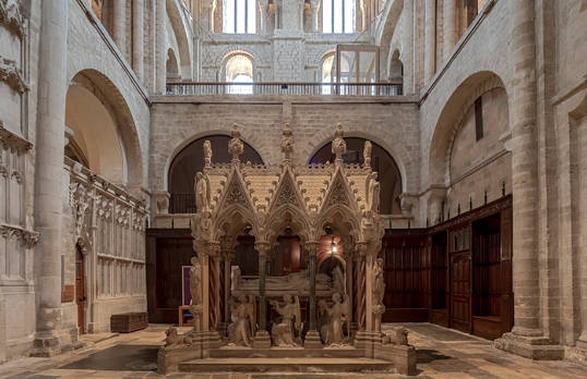 Winchester Cathedral South Transept Exhibition Spaces © Peter Cook