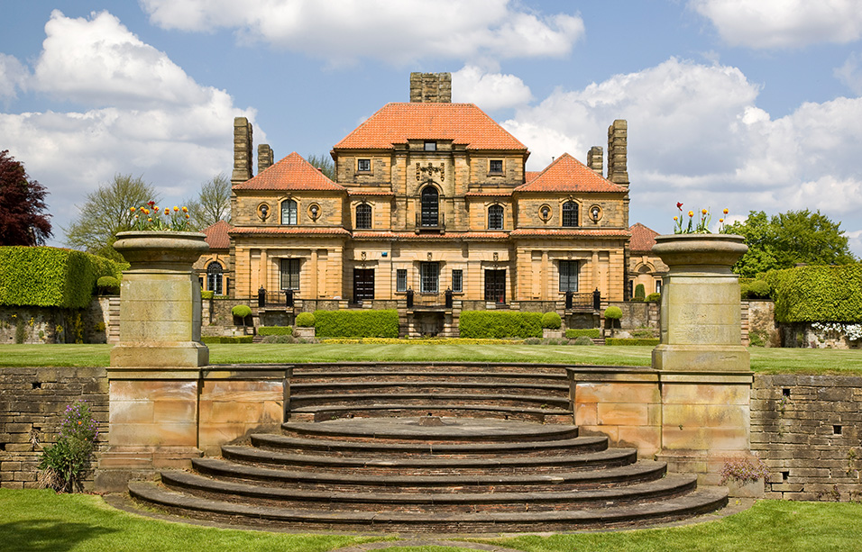 Heathcote, Ilkley, West Yorkshire: the south lawn and steps Cloud 9 Leeds / RIBA Collections